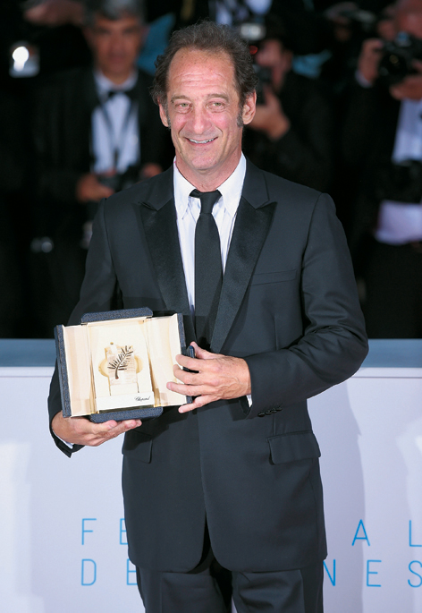 CANNES, FRANCE - MAY 24:  Actor Vincent Lindon, winner of the Best Actor Prize for his role in the film ' La Loi du Marche' (The Measure of a Man) poses at the photocall for the winners of the Palm D'Or during the 68th annual Cannes Film Festival on May 24, 2015 in Cannes, France.  (Photo by Venturelli/WireImage)