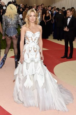 "NEW YORK, NY - MAY 02: Kate Hudson attends the ""Manus x Machina: Fashion In An Age Of Technology"" Costume Institute Gala at Metropolitan Museum of Art on May 2, 2016 in New York City. (Photo by John Shearer/Getty Images)"