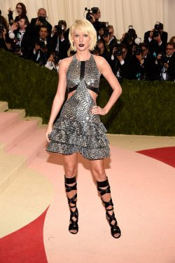 "NEW YORK, NY - MAY 02: Taylor Swift attends ""Manus x Machina: Fashion In An Age Of Technology"" Costume Institute Gala at Metropolitan Museum of Art on May 2, 2016 in New York City. (Photo by Kevin Mazur/WireImage)"
