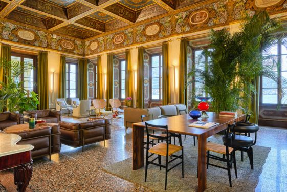 Villa Pliniana ballroom (1)