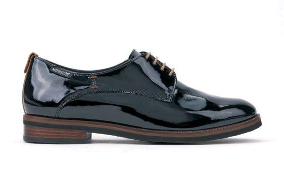 derbi-et-le-look-masculin-chaussures-automne-hiver-2016-17